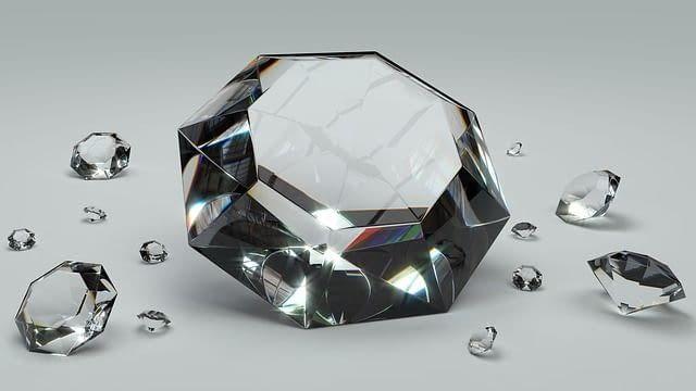 Diamant je ideální kámen pro zásnubní prsten