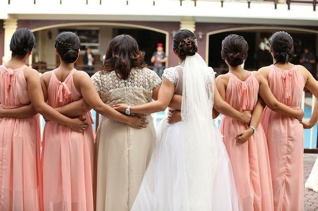 jaké šaty na svatbu jako host