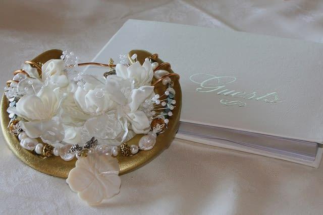 Jak uchovat vzpomínky na svatbu - co třeba s knihou svatebních hostů?