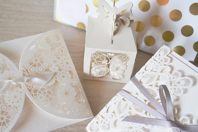 Originální krabičky na svatební oznámení