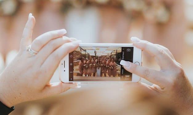Rekvizity do fotokoutku: Jaké by neměly chybět na vaší svatbě?