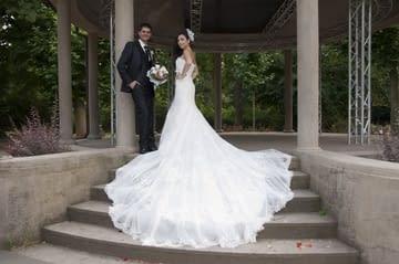 Svatební šaty s dlouhým závojem