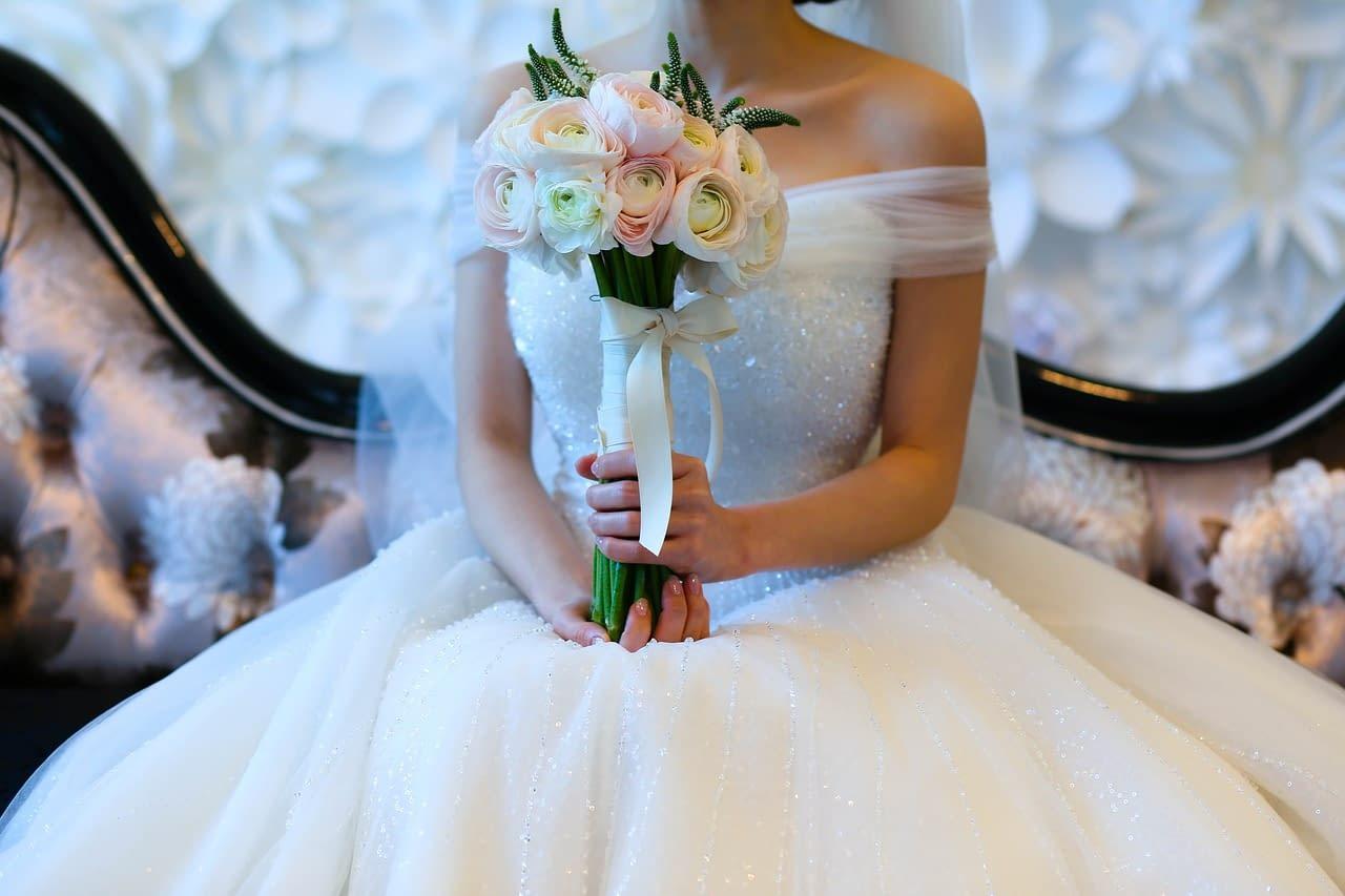Svatební kytice tvaru zepter
