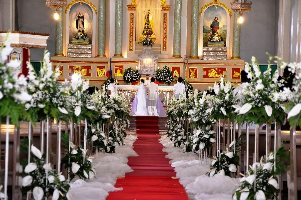 i v kostele můžete mít svatbu hezky vyzdobenou