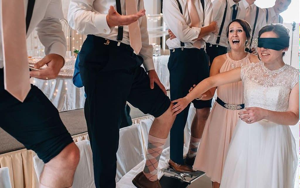 svatební hry - nevěsta se snaží poznat svého ženicha